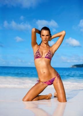 Fotos da colecção de Fatos de Banho Victoria's Secret 2011